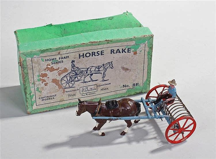 Horse rack Britains Farm Series, 8F pre-war example comprising of a blue r