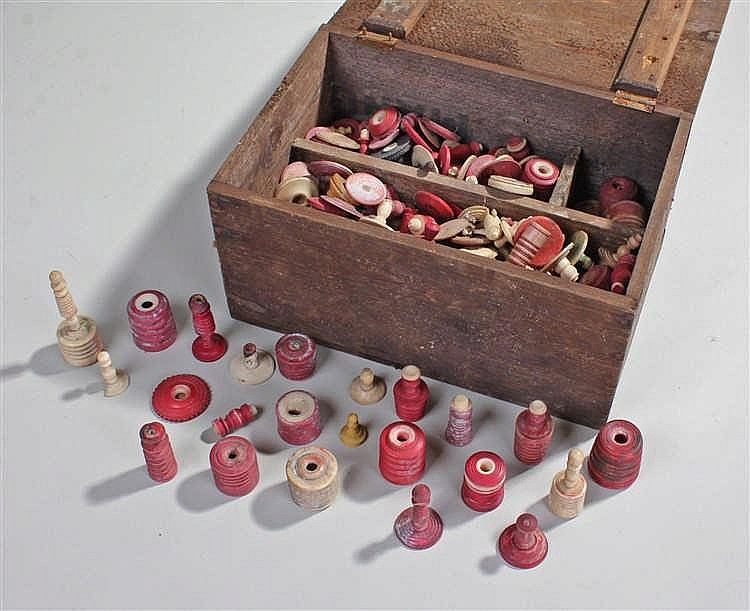 Quantity of 19th Century chess pieces, in bone and ivory, natural and red i