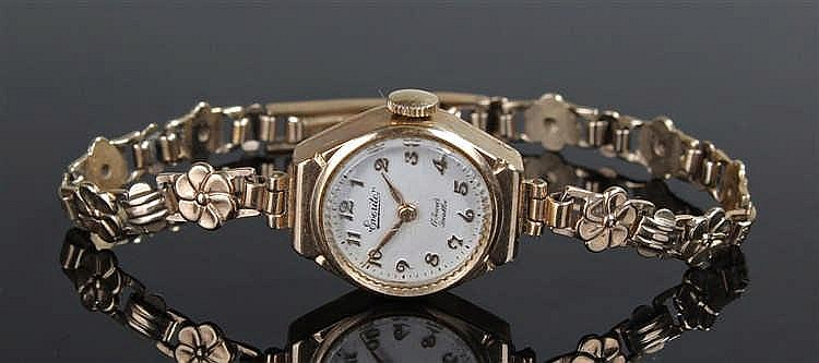 Everite 9 carat gold ladies wristwatch, the silvered dial with Arabic hours