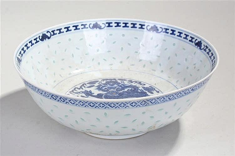 Chinese blue and white bowl, decorated with a central dragon, and pale blue