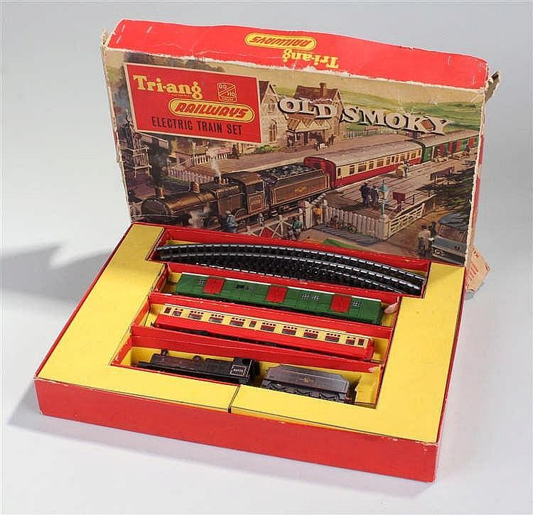 Scarce Tri-ang Railways OO gauge 'Old Smoky' Train Set (RS61). Comprising B
