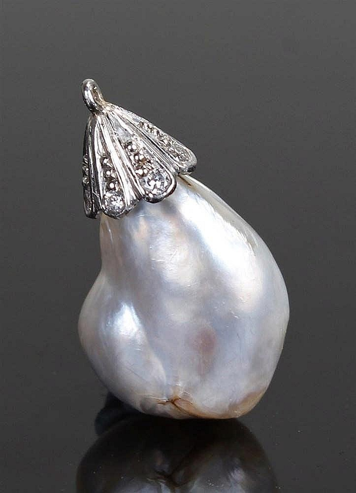 Natural salt water pearl pendant, the pearl at 4.18 carats set with a diamo