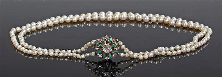 Pearl necklace, the tapering pearls with a gold clasp set with diamonds, to