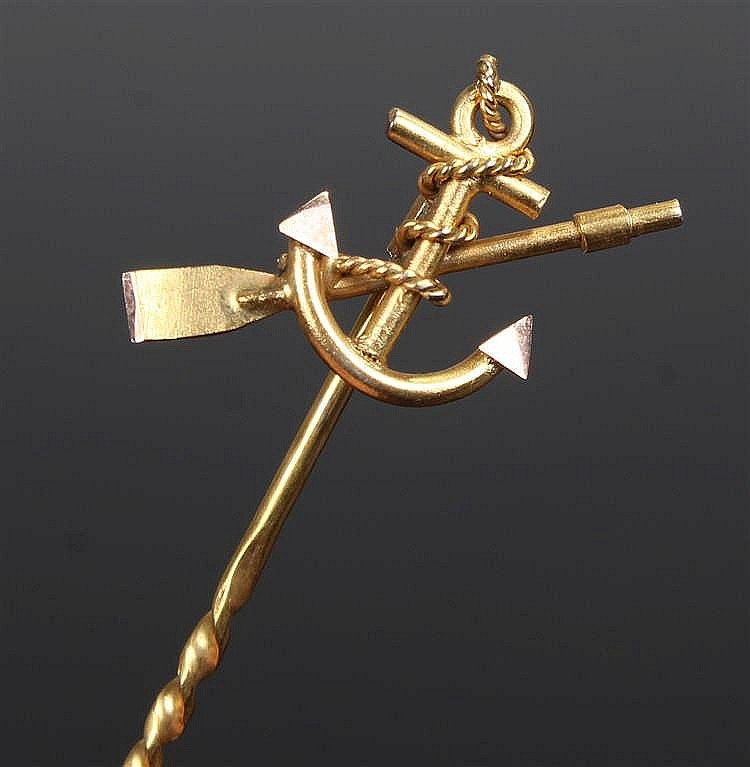 Early 20th Century 9 carat gold stickpin, the finial in the form of a foule