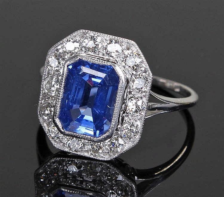 Ceylon sapphire and diamond set ring, the Ceylon sapphire at 2.63 carats su