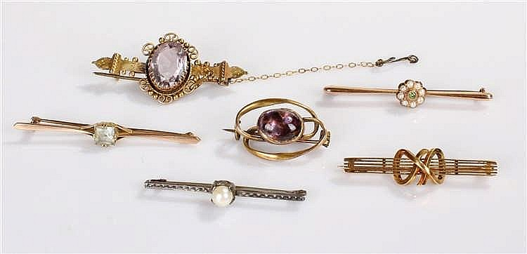 Collection of brooches, to include two 9 carat gold examples, two amethyst