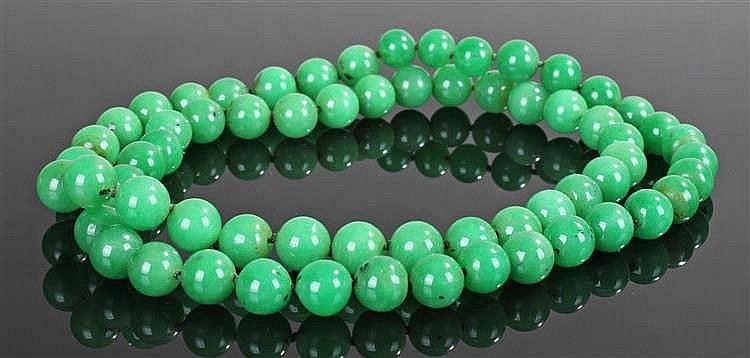 Chinese spinach jade necklace, with a row of spheres, 80cm long