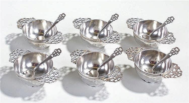 Set of six silver salts, Sheffield 1921 maker John Round & Son Ltd, in the