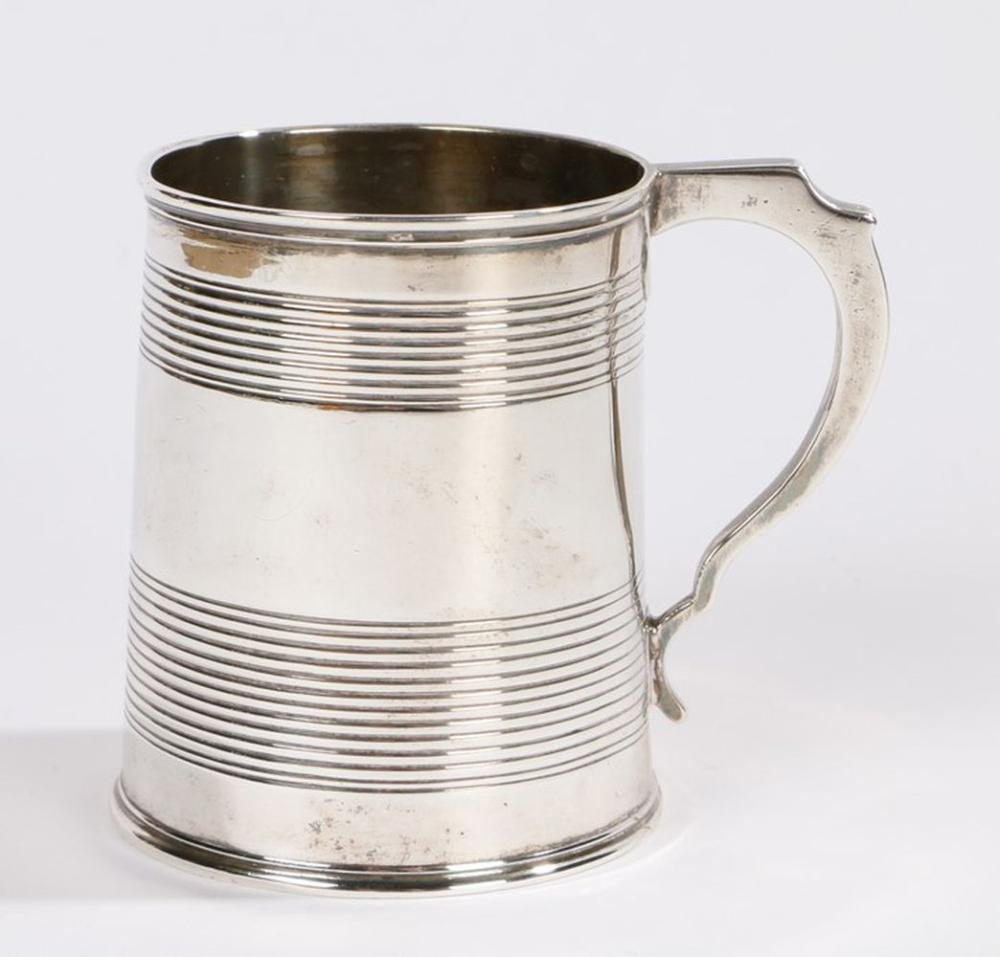 Victorian silver tankard, London 1846, makers mark rubbed, with angular handle and reeded body, 3.2o