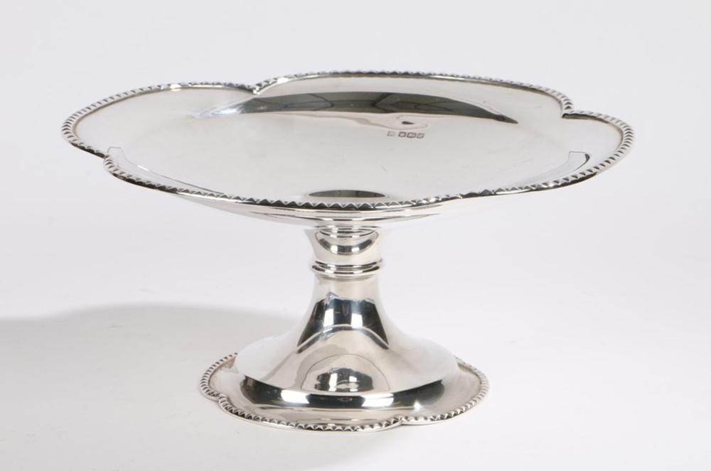 George V silver tazza, Sheffield 1927, maker James Deakin & Sons (John & William F Deakin), the quat
