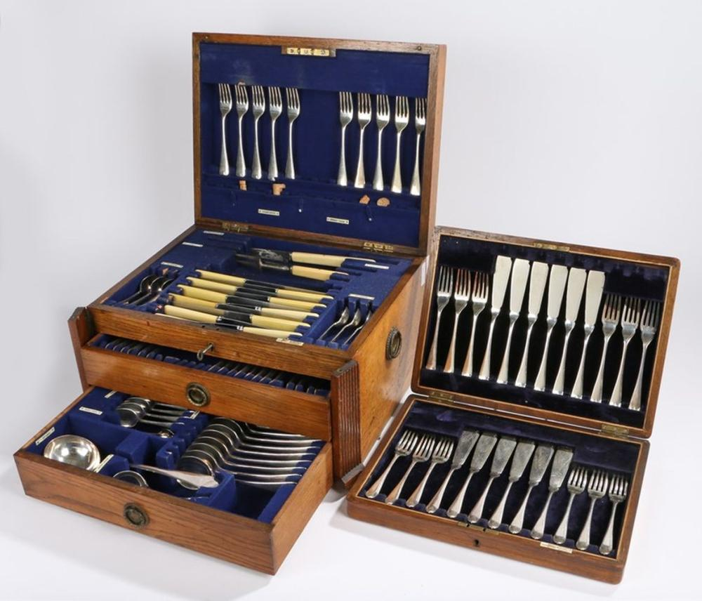 Part canteen of Walker & Hall plated table cutlery, housed in an oak canteen box, set of Walker & Ha