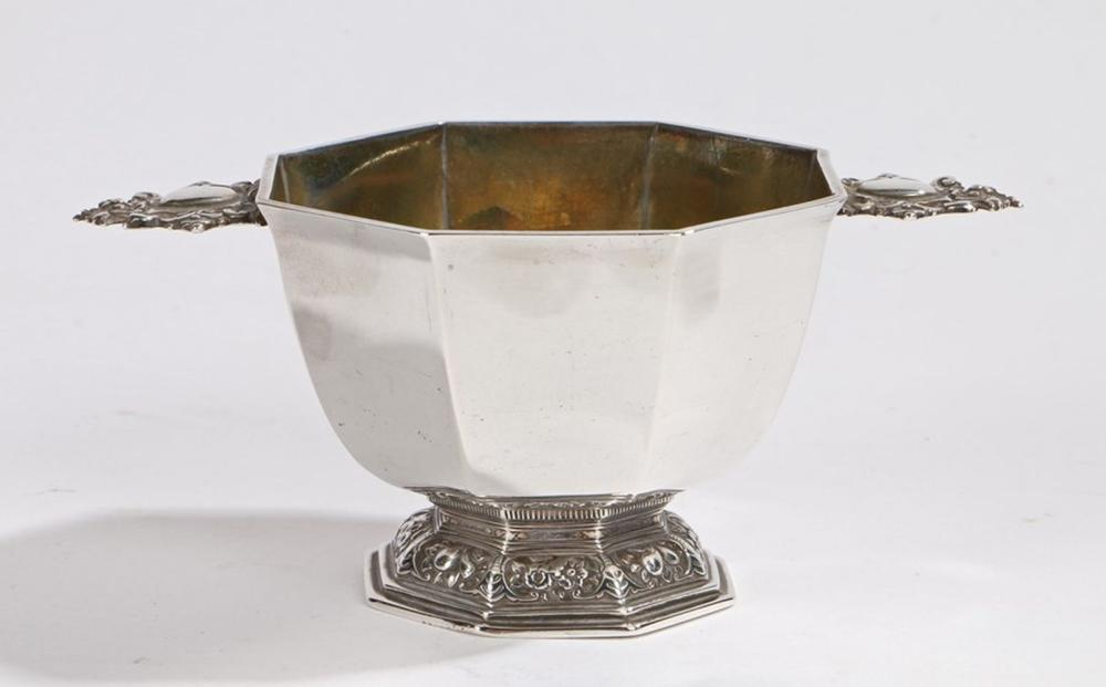 Victorian silver sugar bowl, London 1841, maker Edward, Edward junior, John & William Barnard, of oc
