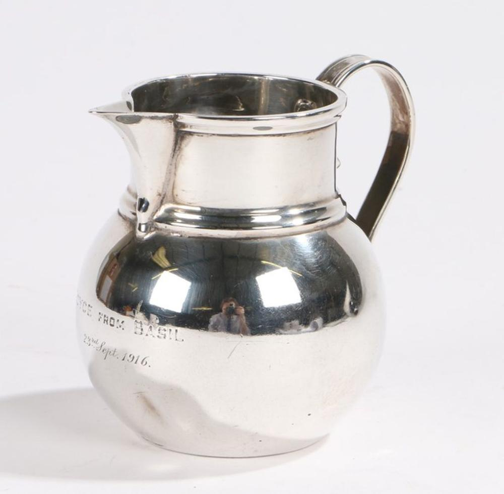 George V silver cream jug, Birmingham 1915, maker S W Smith & Co, with loop handle, the bulbous body