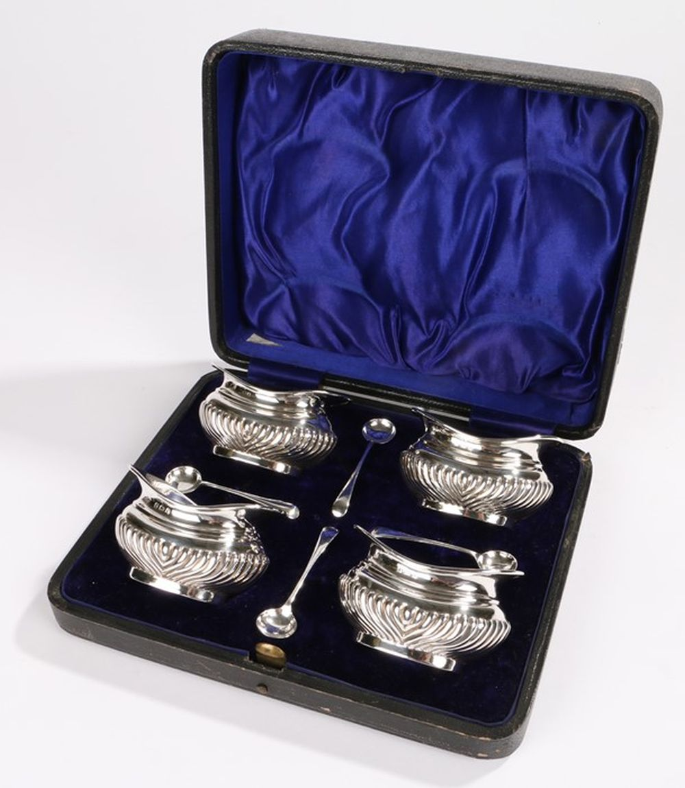 Set of four Edward VII silver salts, Birmingham 1909, maker Joseph Gloster Ltd, the oval bodies with