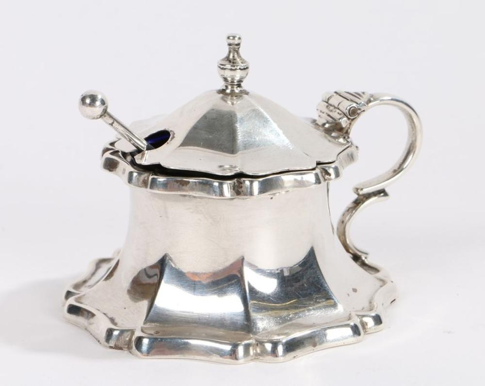 George V silver mustard pot, Birmingham 1930, maker Joseph Gloster Ltd, the lid with urn form finial