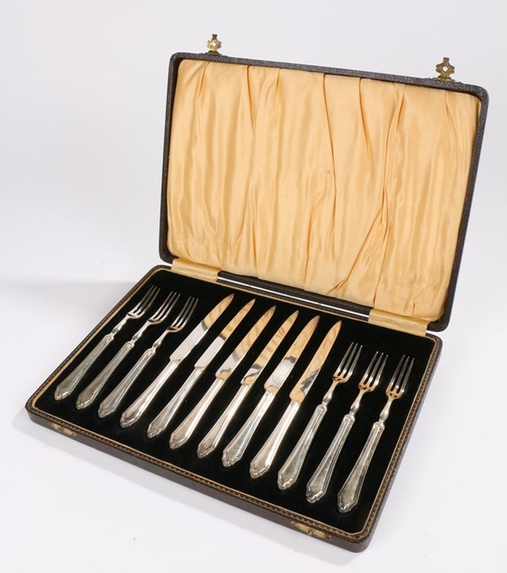 Set of six plated fruit knives and forks, housed in a black velvet lined fitted leather case