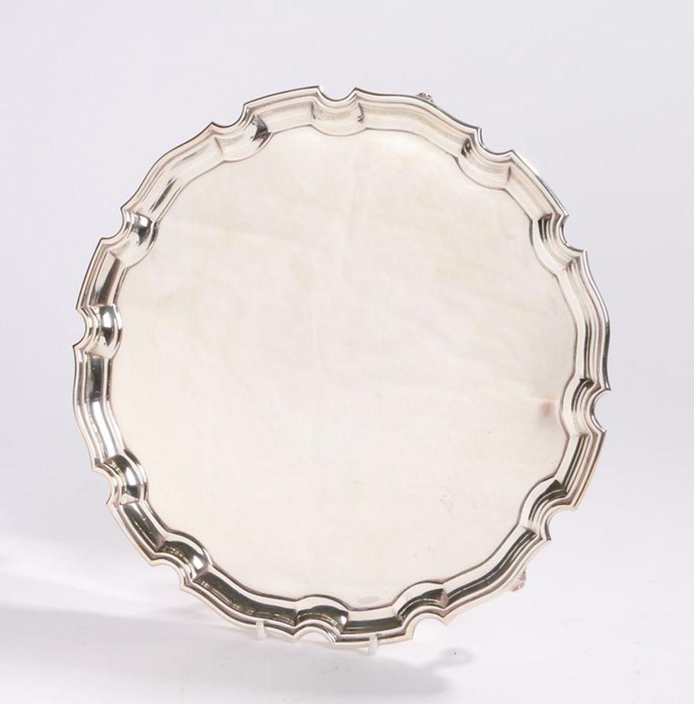 Elizabeth II silver salver, Sheffield 1967, maker Roberts & Belk Ltd, with pie crust border, raised