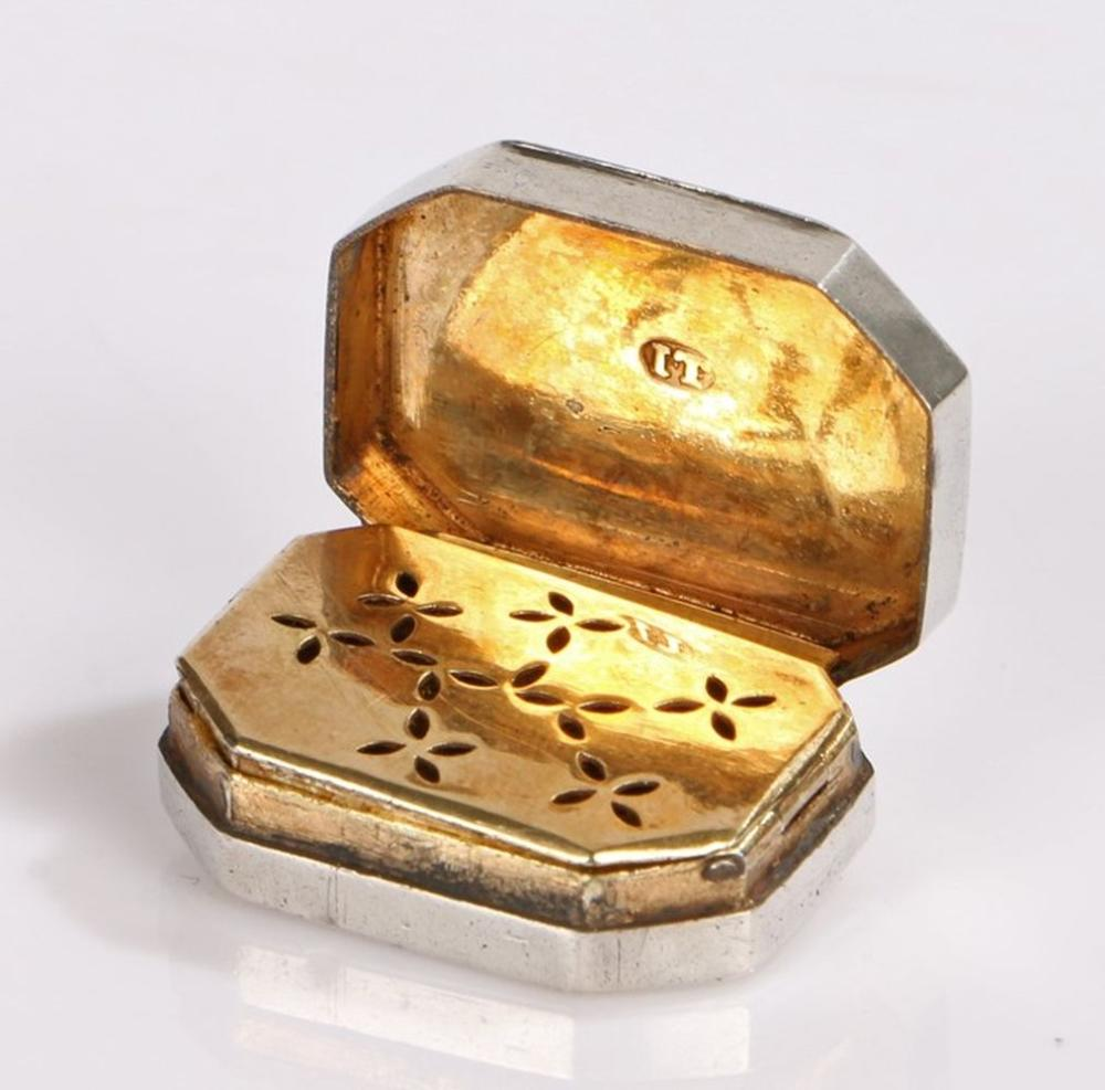 George III silver vinaigrette, Birmingham 1806, maker IT, with canted corner the gilt interior with
