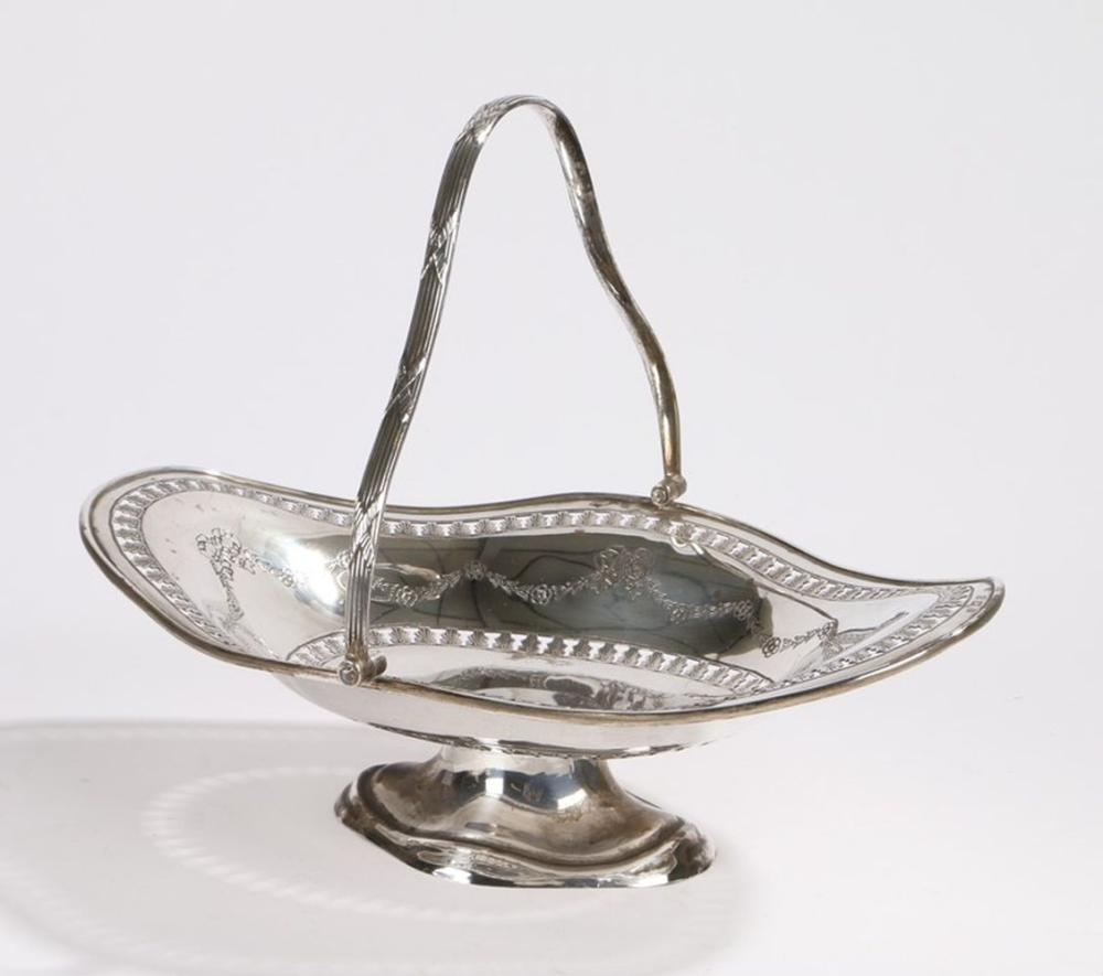 George V silver basket, Birmingham 1929, maker Britton, Gould & Co, the bowl with pierced acanthus l