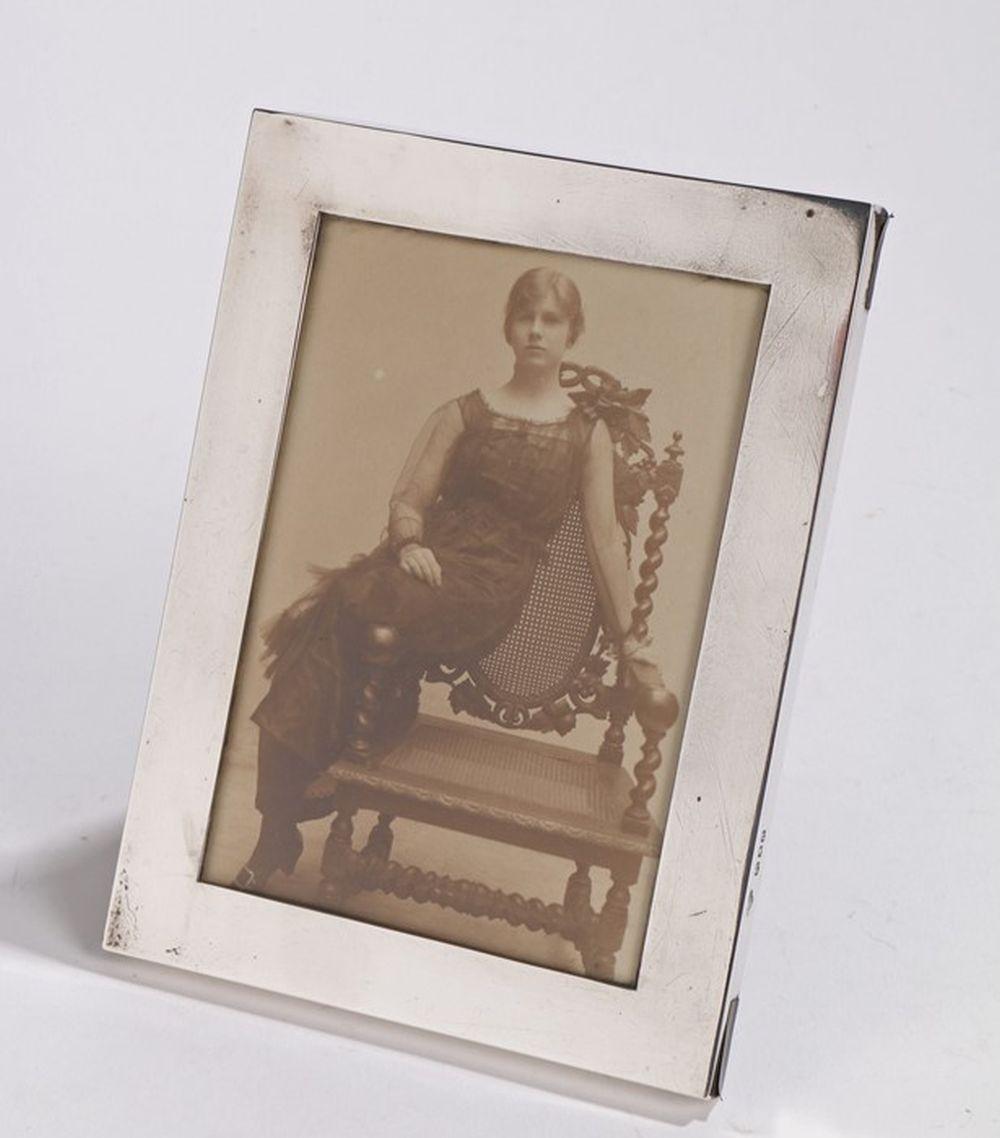 George V silver picture frame, London 1916, maker Goldsmiths & Silversmiths Company Ltd, with plain