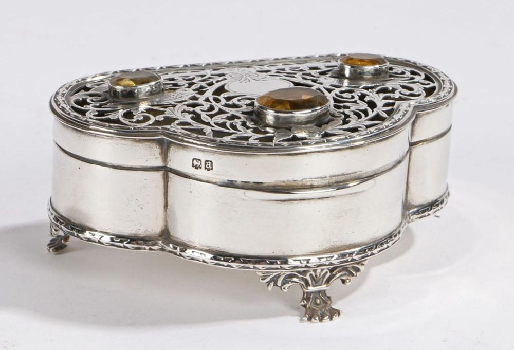 George V silver trinket box, London 1916, maker Skinner & Co, the hinged lid with three inset yellow