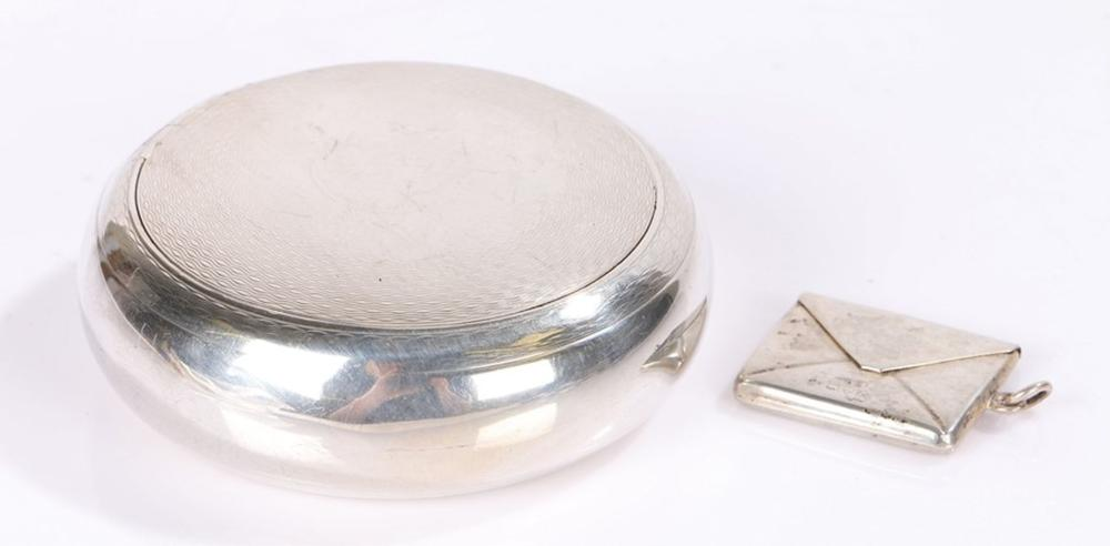 Edward VII silver snuffbox, Birmingham 1905, maker Deakin & Francis Ltd, of circular form, the engin