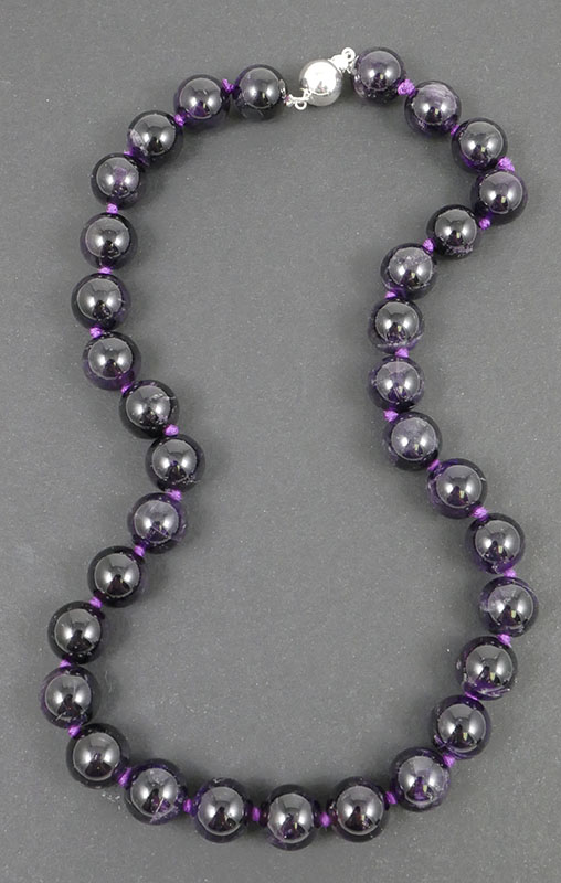 Ladies Amethyst Beads 18
