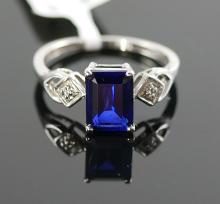 10K WG DIAMOND AND SAPPHIRE RING