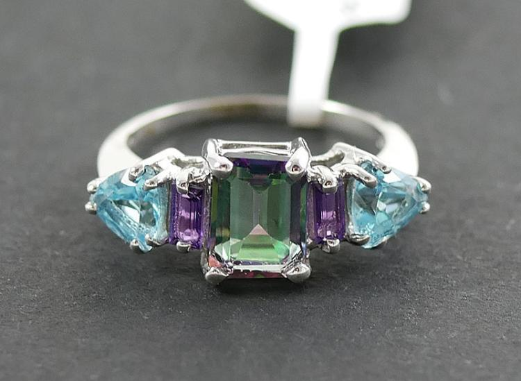 10K WG TOPAZ AND AMETHYST RING