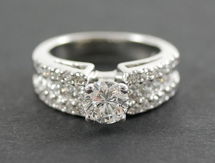 14K WHITE GOLD DIAMOND RING 2 CARAT