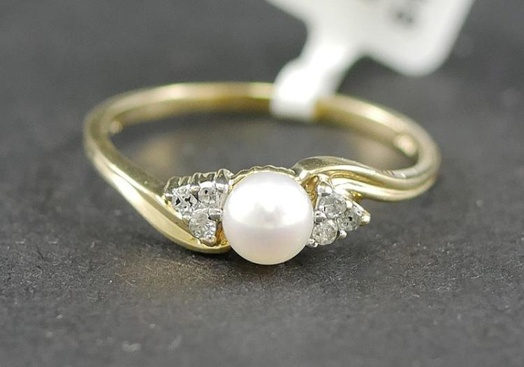 14K DIAMOND AND PEARL RING