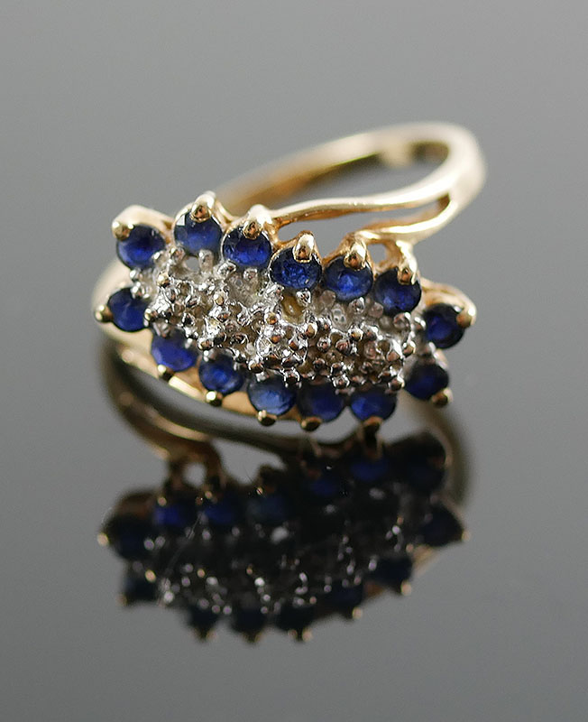 10K DIAMOND AND SAPPHIRE RING