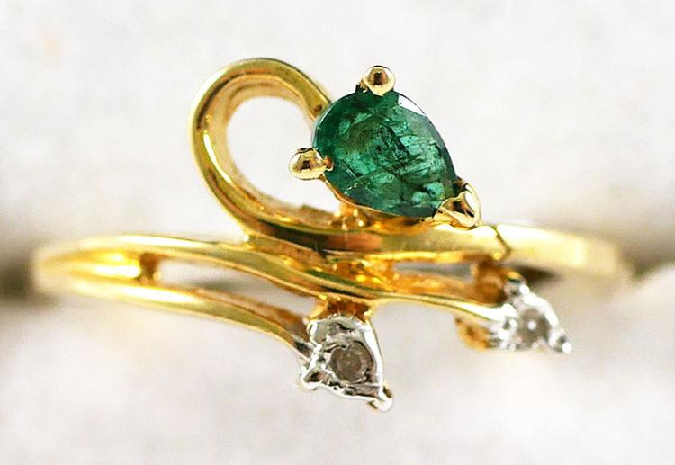 14K YG EMERALD AND DIAMOND RING