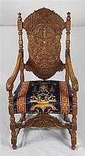 Prunkvoller Armlehnstuhl - Holz,gedrechselt, Frontbeine, Rücklehne und Arml