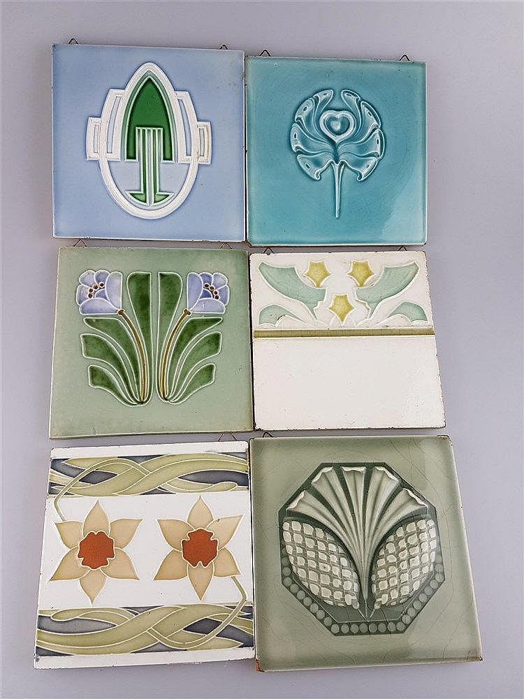 6 Jugendstil-Kacheln - Keramik, mit Ornamentmotiven, Glasur krakeliert, z.T. aus England, u.a. M.O.&P.F.; vorm.C.T.M., ca.14,5x14cm bis 15,3x15,3cm