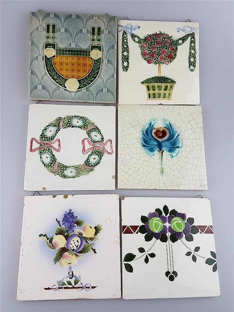 6 Jugendstil-Kacheln - Keramik, mit versch. Motiven, Glasur krakeliert u. partiell lt.best., u.a.Tonwerke Offstein, ca.14,7x14,7 bis 15,3x15,3cm
