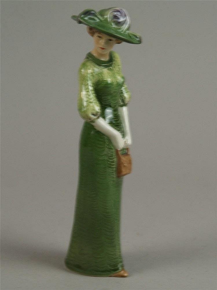 ''Edwardian Grace 1911'' - Goebel,elegante Dame im grünen Kleid mit Hut und Handtasche,farbig staffiert,Bodenmarke, H. ca.21 cm