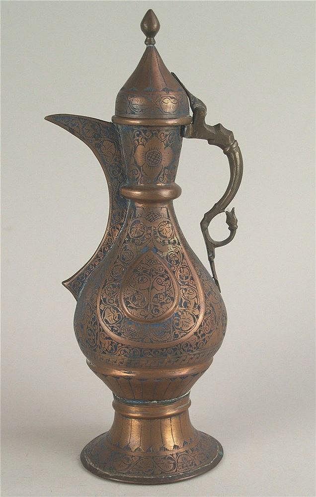 Kanne - Kupfer, Orient, mit floralen Ornamenten verziert, Deckel nicht abnehmbar, H.ca.37cm, Altersspuren