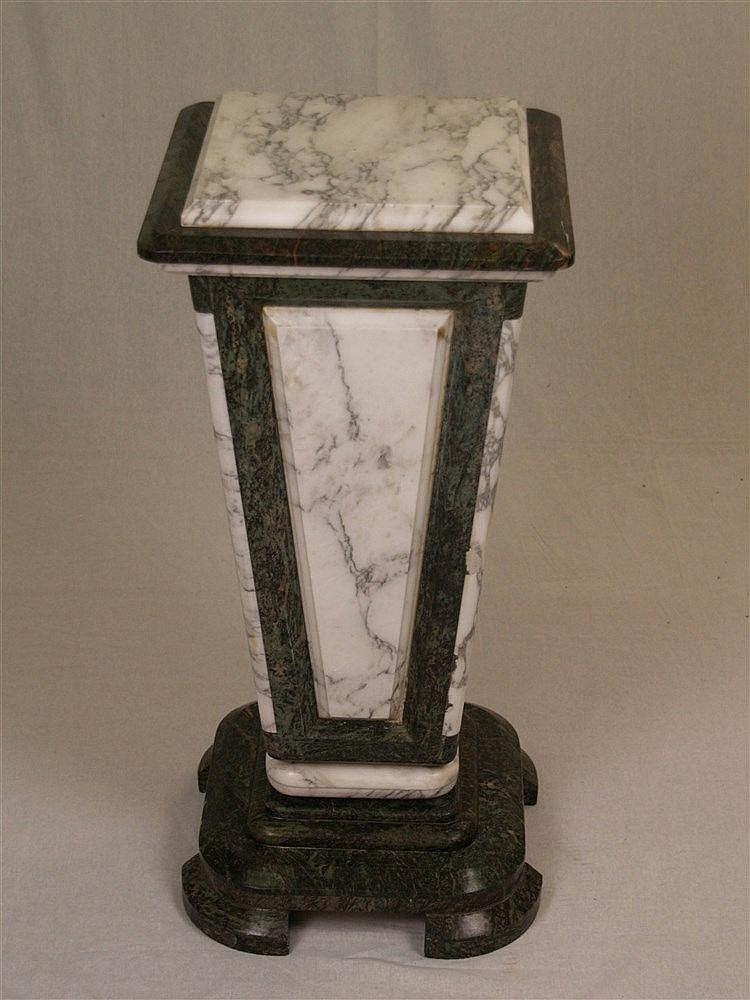 Marmorsäule - zweifarbig, H.ca.79cm, Sockel ca.37x37cm, obere Platte abnehmbar ca.28x28cm