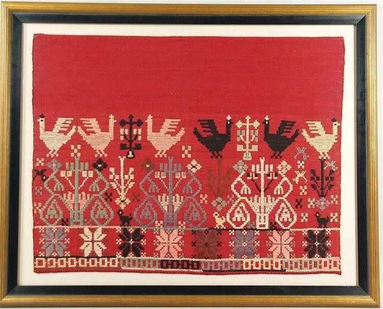 Kretische Webarbeit - antik,minoische Ornament-und Vogelmotive auf rotem Grund,partiell lt.verblasst,ca.52x69cm,unter Museumsglas gerahmt