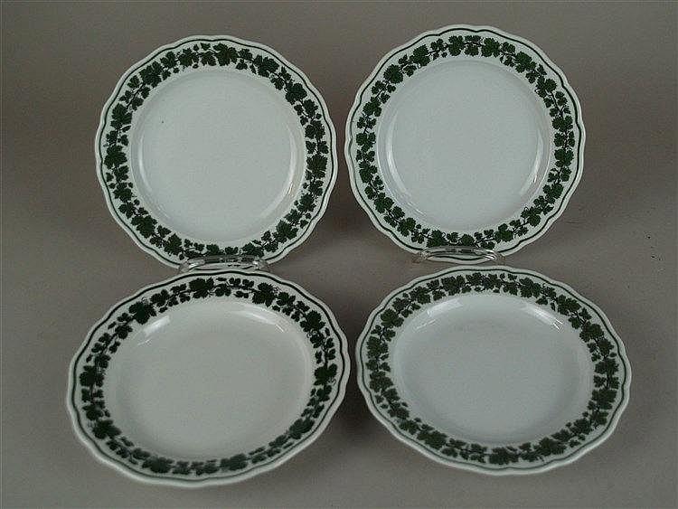 4 Dessertteller - Meissen Schwertermarke,3x um 1900,2 Schleifstriche,1 Teller später I.Wahl,Weinlaubdekor,D.ca.19,5cm