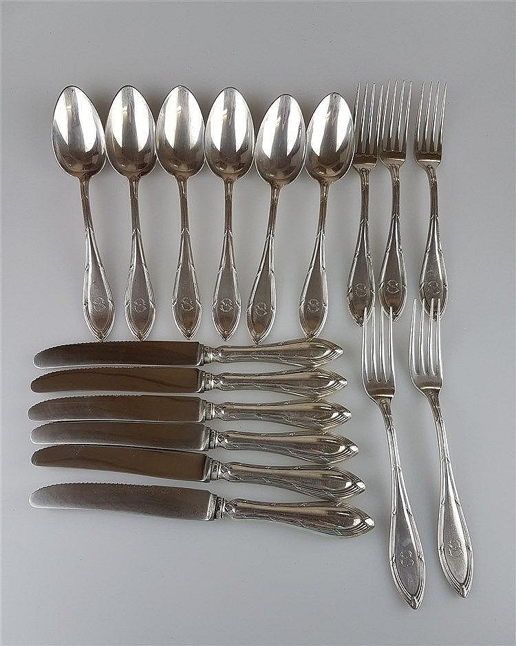Silberbesteck von Friodur Zwilling - 17 tlg. (6xLöffel, 5xGabeln, 6xMesser), 800er Silber gestempelt, gepunzt, Reliefstruktur, ''S'' eingraviert, Gesamtgewicht exkl. Messer: ca.765g
