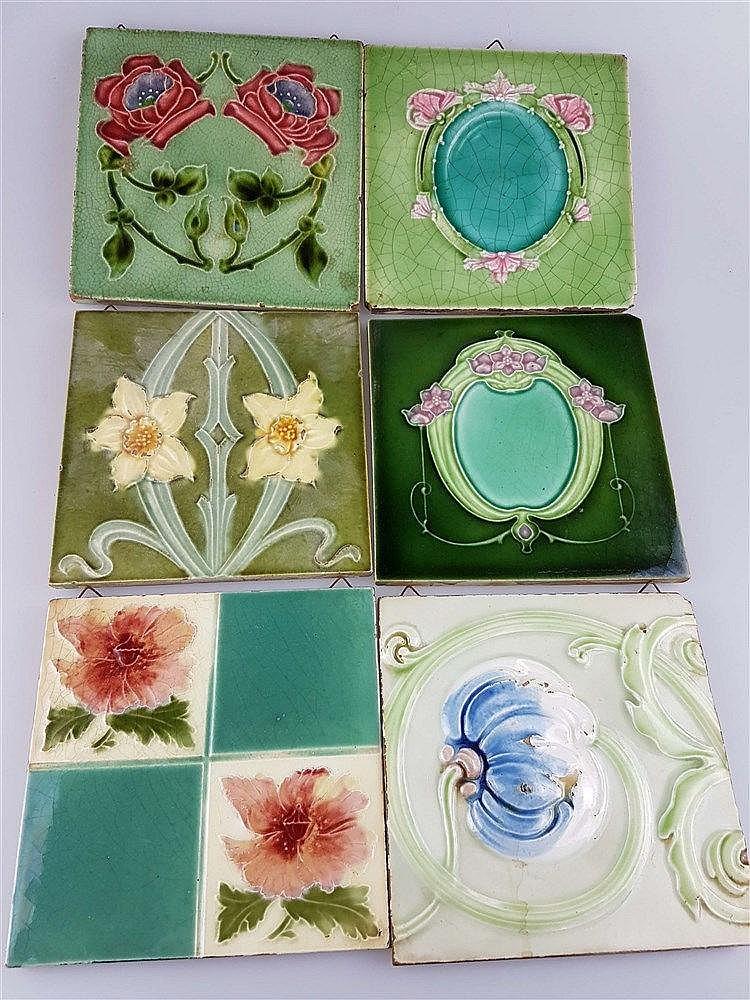 6 Jugendstil-Kacheln - Keramik, mit floralen Motiven, versch. Grüntöne, Glasur krakeliert u. partiell lt. best., ca. 15,5x15,5 cm