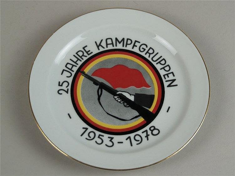 Teller - CP Stadt Lengsfeld, ''25 Jahre Kampfgruppen - 1953-1979'', mit Wappen, Goldrand, D.ca.19cm
