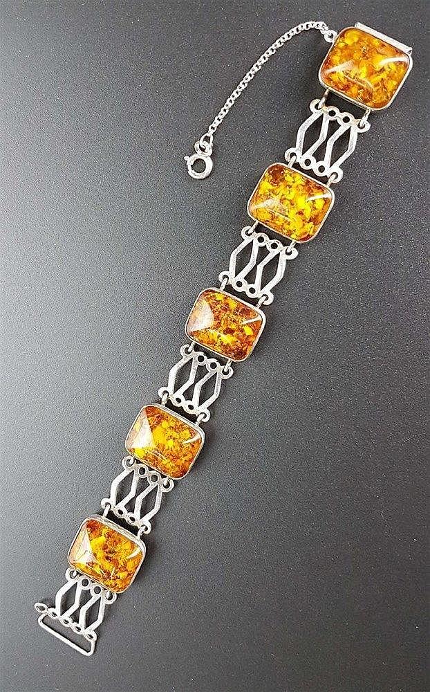 Armband - Bernstein,Marke:Fischland,gestempelt 835 Silber,Besatz mit vier Bernsteincabochons,L.ca.18cm