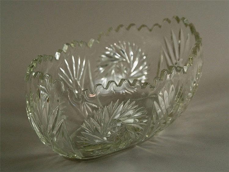 Glasschiffchen - dickwandges Klarglas mit Kerbschliff, H ca.10,5 cm, L ca.26 cm