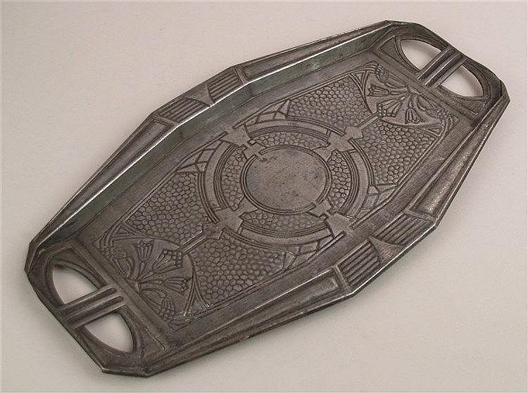 Tablett Jugendstil - Metall, ca.27x47cm, Blumenmuster mit ornamentalem Dekor, 2 Henkel, Gebrauchs- und ALtersspuren