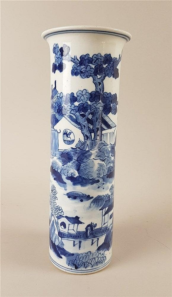 Vase - China,20.Jh.,Porzellan,zylindrische Wandung mit ausgestelltem Rand,kobaltblaue Unterglasurmalerei(Shan-Shui-Motiv),im Boden blaue Unterglasurmarke ''Da Kangxi Nian Zhi'',H.ca.18cm