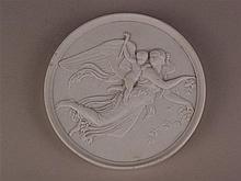 Wandplatte - Bodenmarke B&G;, Biskuitporzellan, Halbrelief mit antiken Figuren (wohl Friedensgöttin Eirene mit Putto), am Rand leicht bestoßen, D.ca.14cm