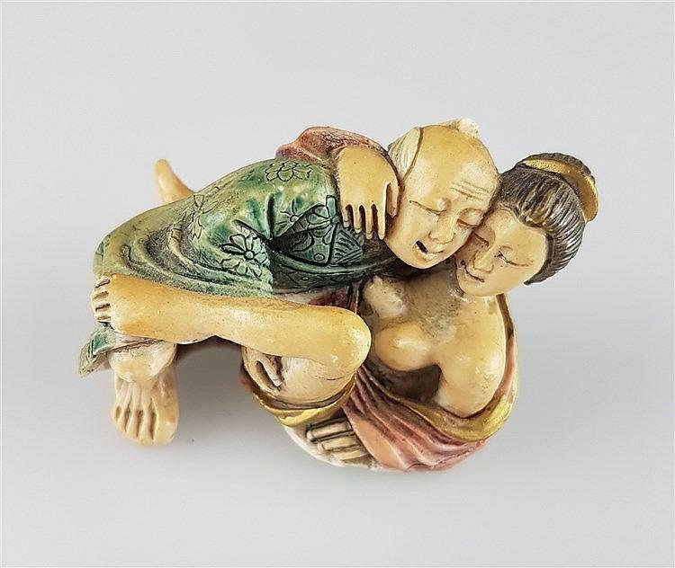 Kl. Erotikfigur ''Paar beim Liebesspiel'' - Japan,Kunststoff,farbig staffiert,H.ca.5cm
